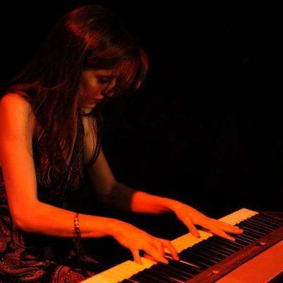 Sandra au piano lors d'un des concert des Blue Note Sisters , concert Jazz
