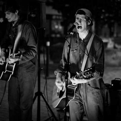 Les Désallumés Cabestany, chant/guitare Théo DUJOL et Rudy Morin
